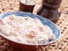 Рецепта Лесна домашна разядка катък с извара, печени червени чушки, майонеза, овче мляко, чесън и орехи